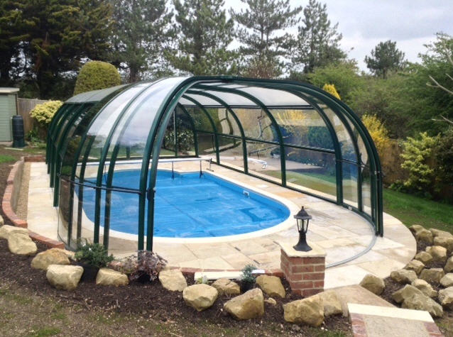 Galaxy-Domestic-Pool-Enclosure-IRIS-End-Option-Anthracite-Close-Up-Open