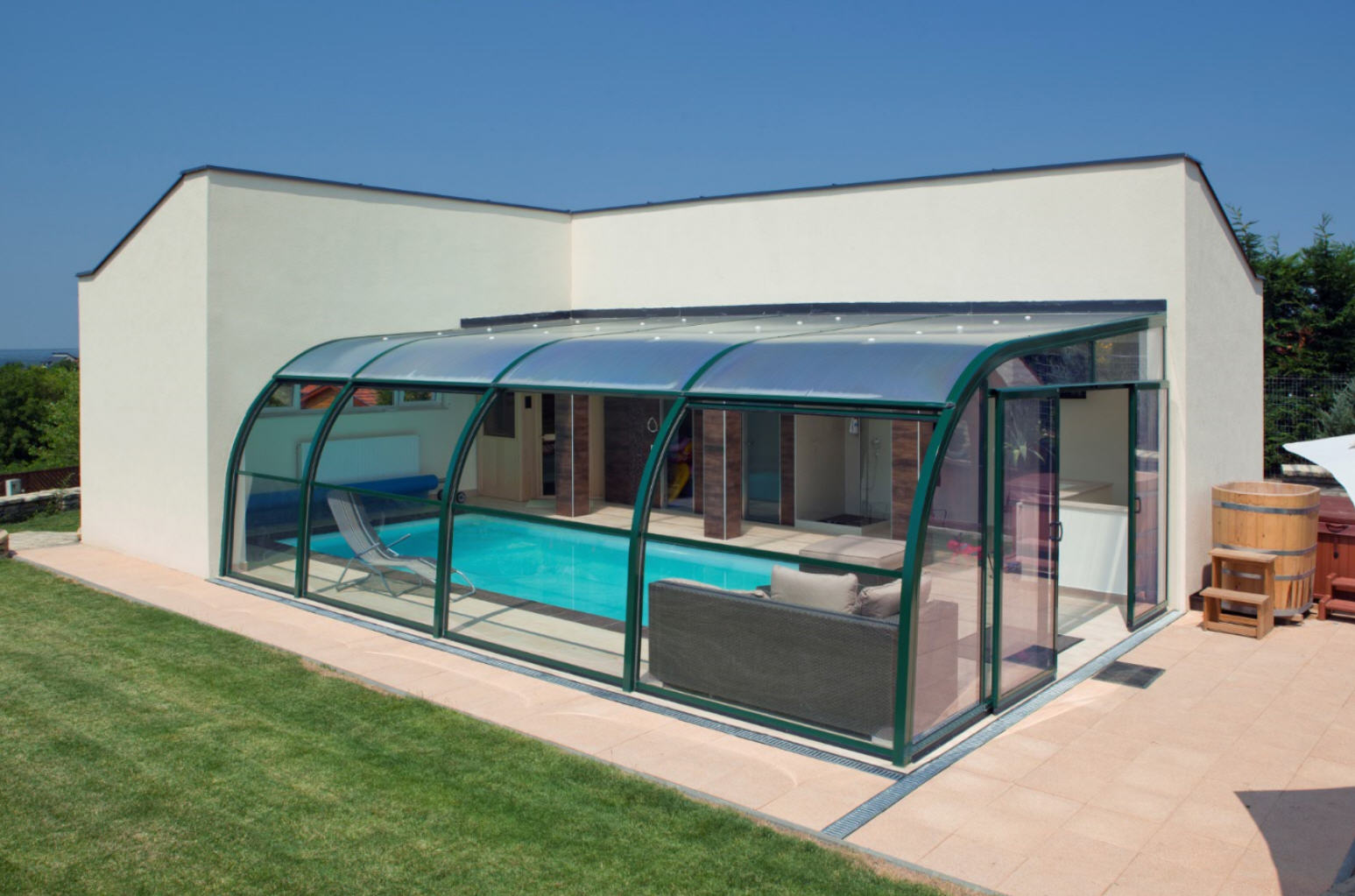 Galaxy-Fixed-End-On-Pool-Enclosure-02