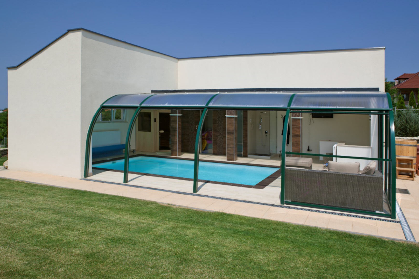 Galaxy-Fixed-End-On-Pool-Enclosure-04