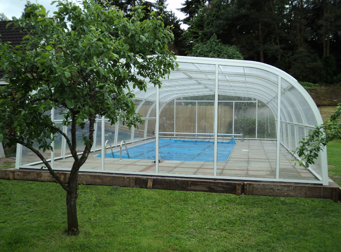 Galaxy-Freestanding-Pool-Enclosure-Design-White-2