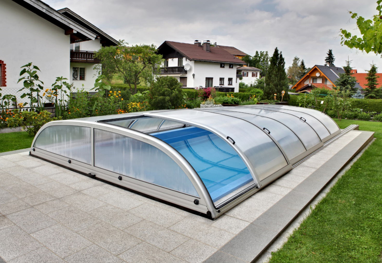 Galaxy-Low-Telescopic-Pool-Enclosure-01