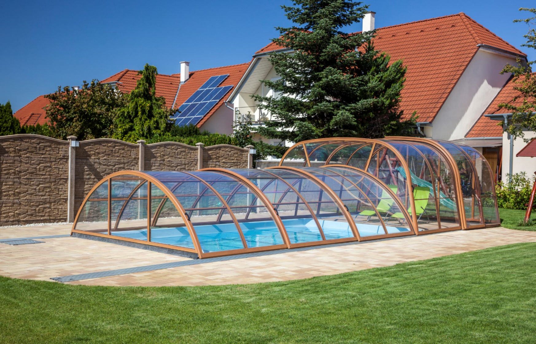 Galaxy-Telescopic-Mixed-Height-Pool-Enclosure-Closed