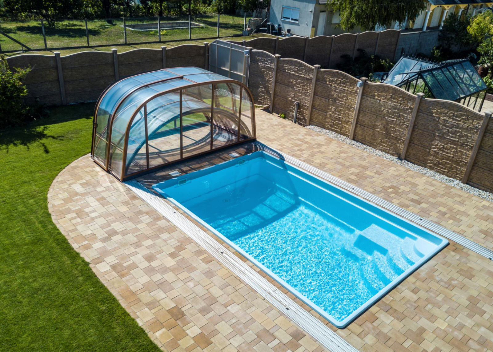 Galaxy-Telescopic-Mixed-Height-Pool-Enclosure-Fully-Open