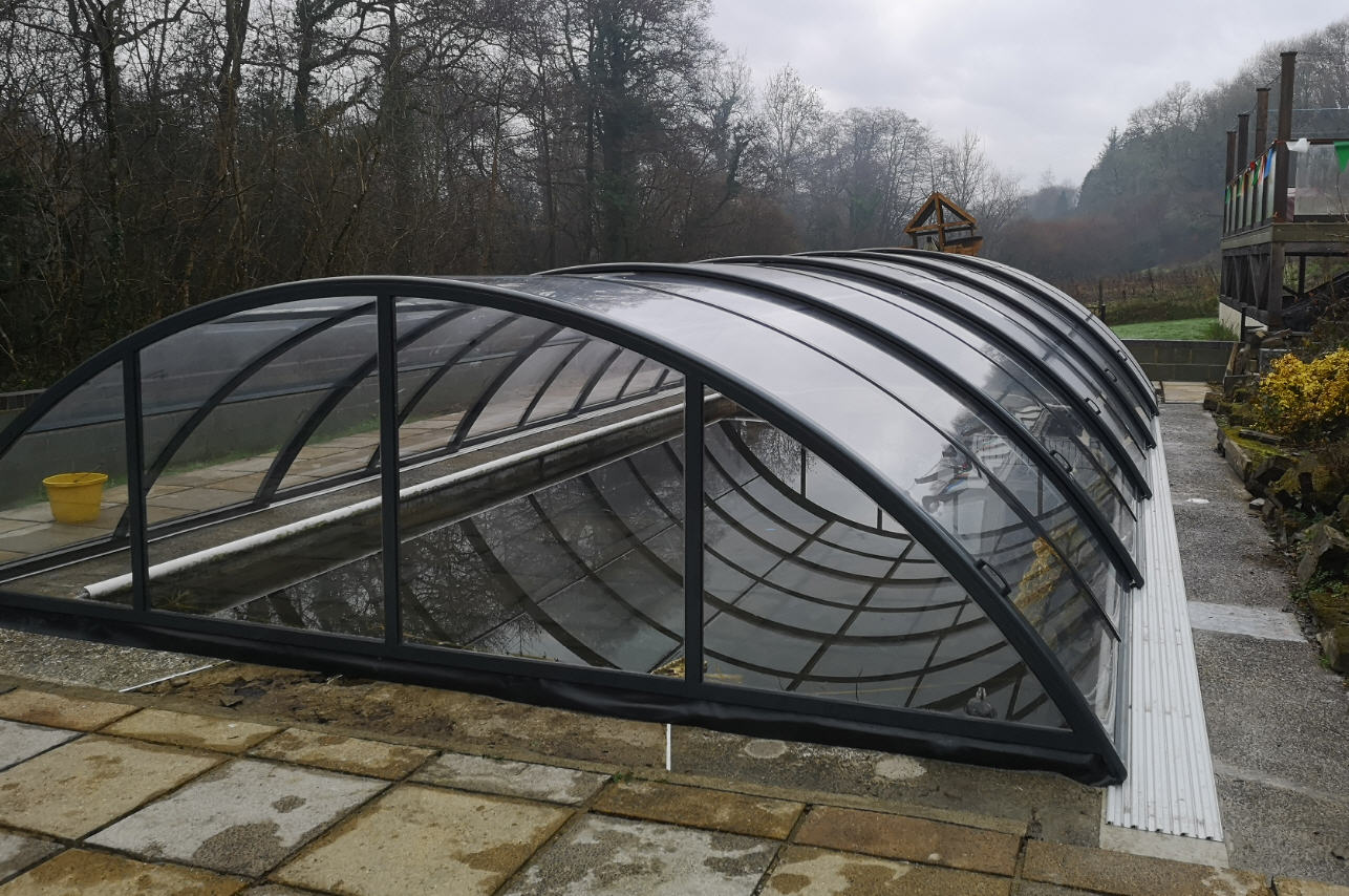 Low-Arched-Telescopic-Galaxy-Pool-Enclosure-Burgess-01