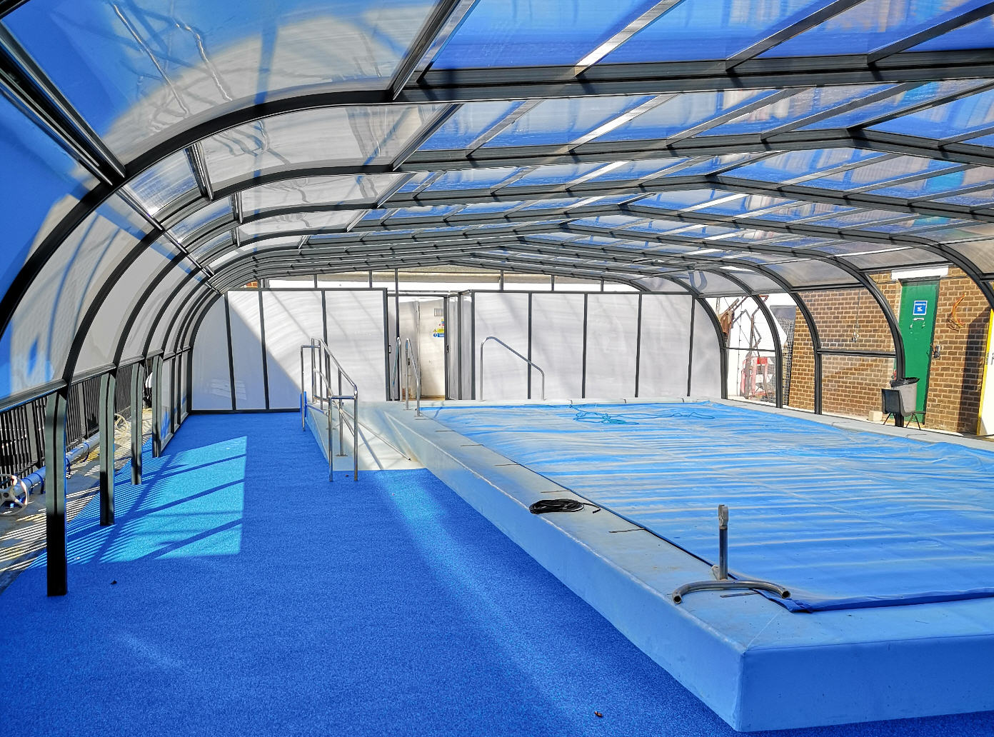 Royal-Park-School-Pool-Enclosure-with-pool-cover-by-Swimex-01